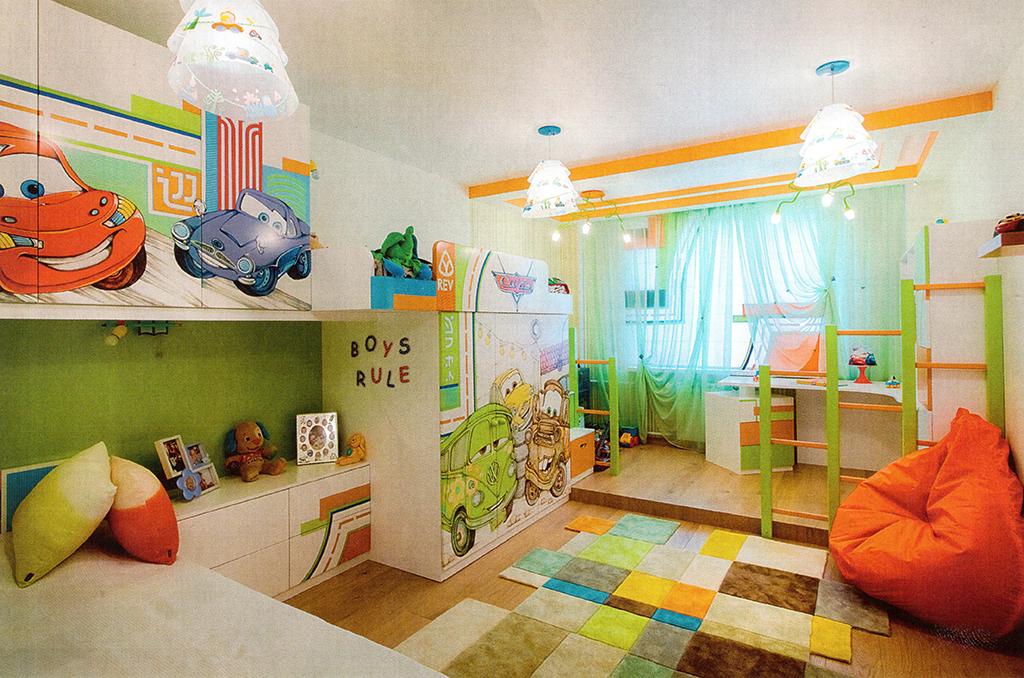 3.Детская. Площадь — 18,0 м2. В отличие от остальных помещений комната сделана яркой и веселой. Основными действующими лицами стали герои мультфильма «Тачки»