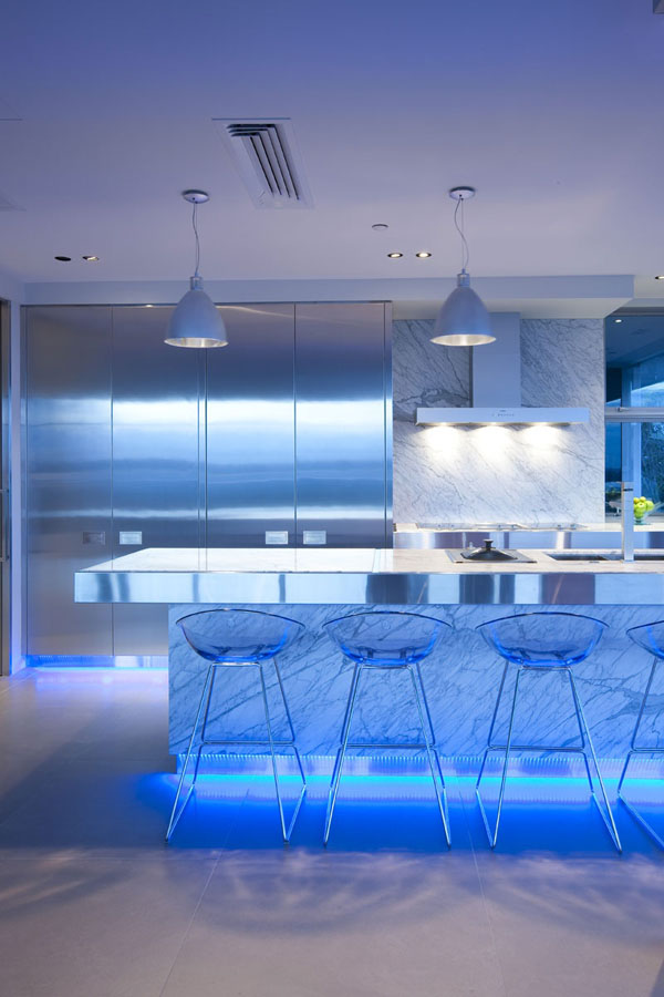 blue-highlighted-modern-kitchen-2