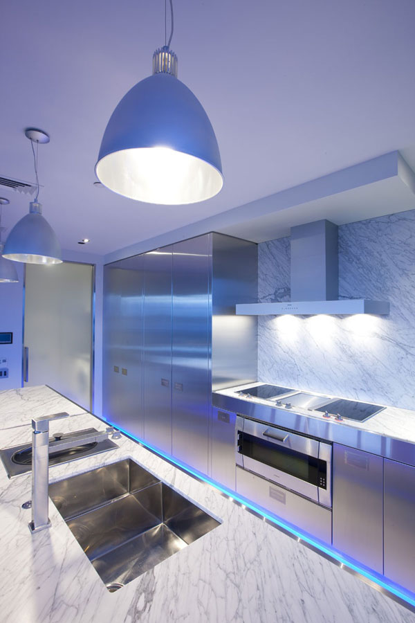 blue-highlighted-modern-kitchen-3