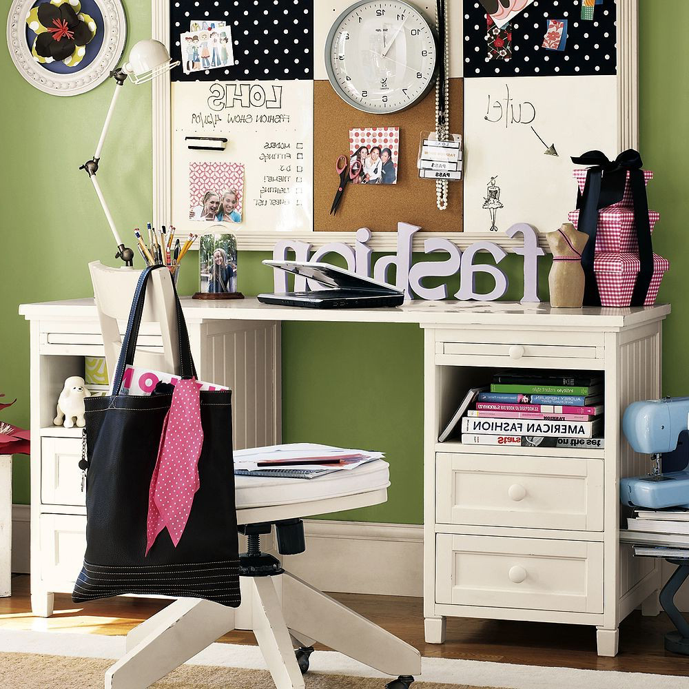 girly-bedroom-with-green-and-white