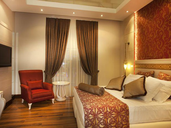 iStock-15841410_rich-luxurious-bedroom_s4x3_lg