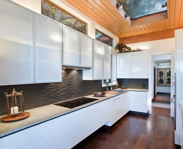 black-graphic-wavy-backsplash1