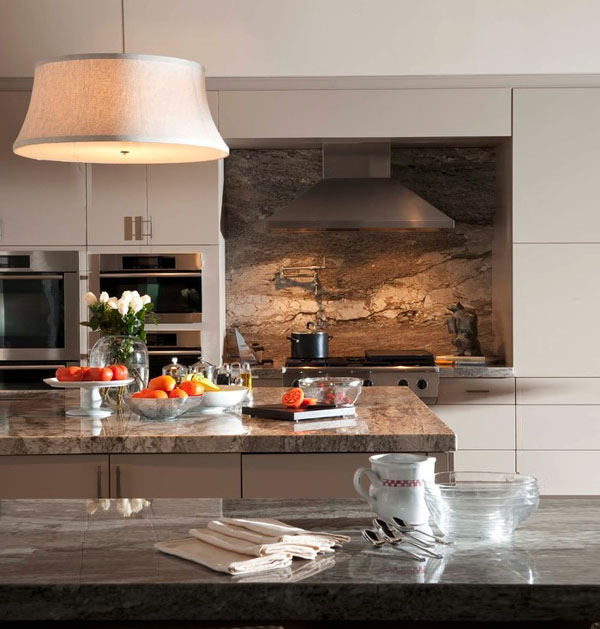 marble-backsplash-over-stovetop