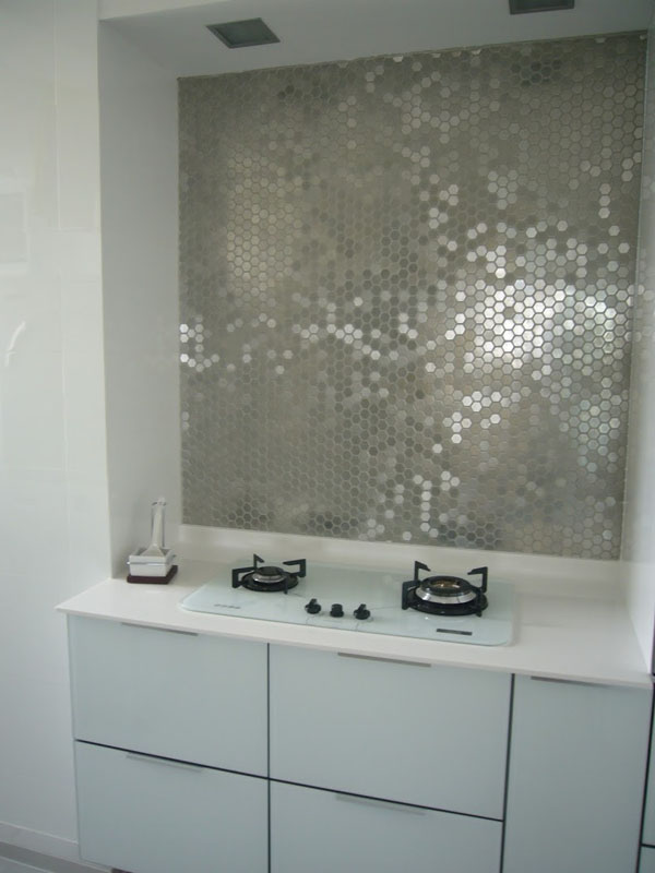 metallic-mirrored-tile-backsplash