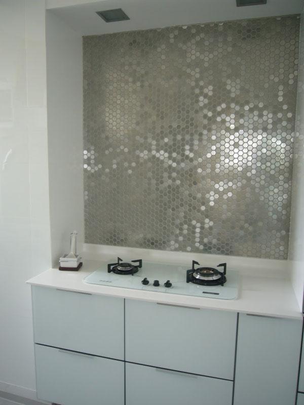 metallic-mirrored-tile-backsplash