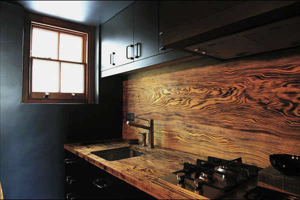 wood-rich-grained-backsplash