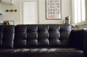 Почему время от времени стоит заказывать химчистку мебели