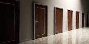 Могут ли качественные межкомнатные двери быть недорогими