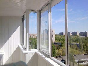 Почему не стоит остеклять балконы самостоятельно, и лучше доверить процесс специалистам