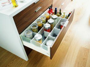 Маленькая кухня? Правильно организовываем хранение