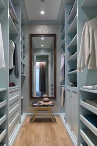 Обустройство гардеробной в небольшой квартире